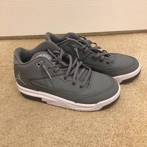 Boys Jordans Like New - Grey - sz. 5Y/wmns 6.5